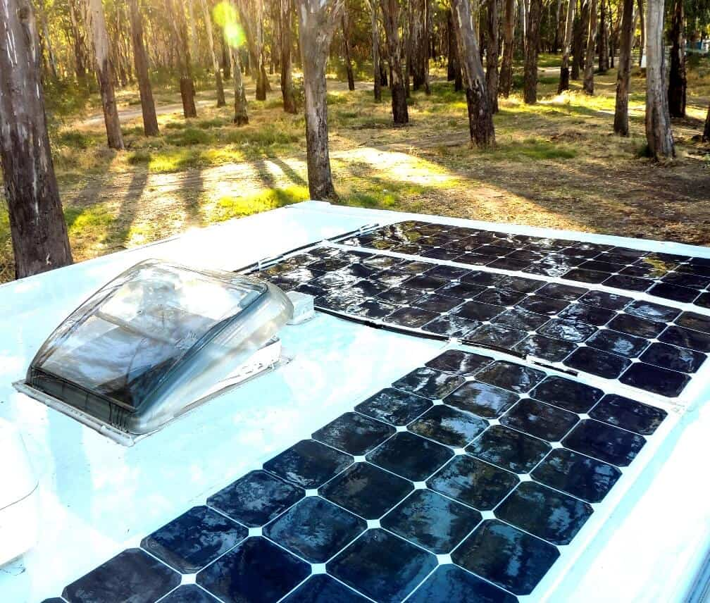 Panele słoneczne w kamperze
